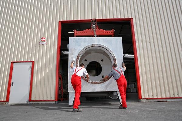 Lutter Spedition NRW - Betriebsumzüge - Maschinentransport - Logistik - Aufbau einer Maschine