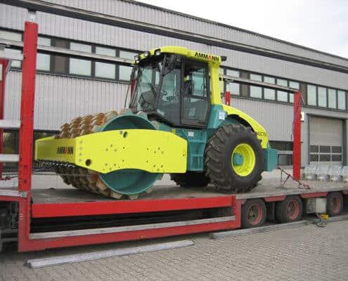Lutter Spedition NRW - Betriebsumzüge - Maschinentransport - Logistik - Verladung von Baumaschine