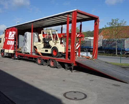 Lutter Spedition NRW - Betriebsumzüge - Maschinentransport - Logistik - Verladung eines Staplers
