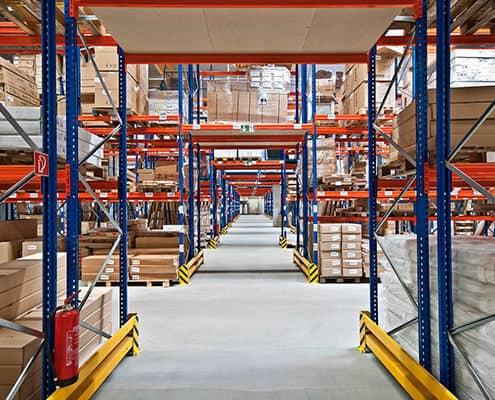 Lutter Spedition NRW - Logistik - Lagerung - Beschaffung - Kommissionierung - Einlagerung von Waren in Lagerhalle