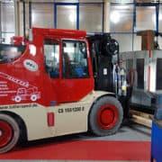 Lutter Spedition NRW - Betriebsumzüge - Maschinentransport - Logistik - Elektrokompaktstapler für schwere Lasten auf engem Raum