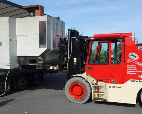 Lutter Spedition NRW - Betriebsumzüge - Maschinentransport - Logistik - Maschinenverladung mit Elektrostapler